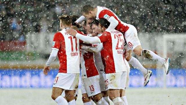 Prediksi Bola Koln vs Augsburg 5 Desember 2015